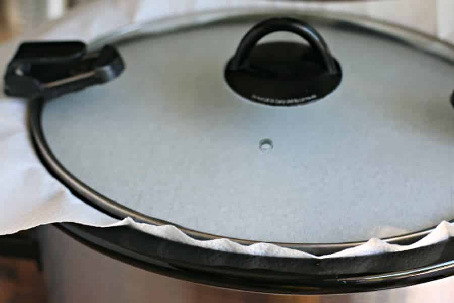 paper towel under the lid of slow cooker.