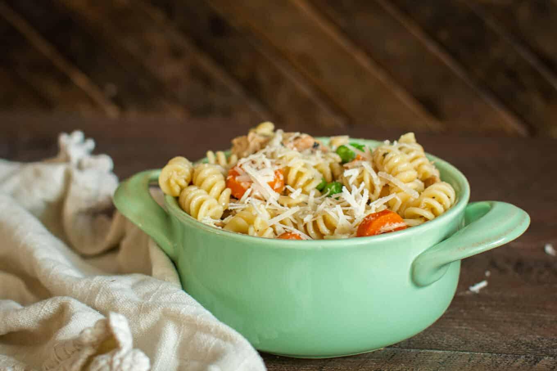 bowl of chicken garlic pasta