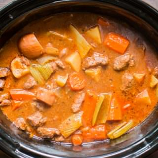 close up of cooked guinness beef stew in slow cooker.