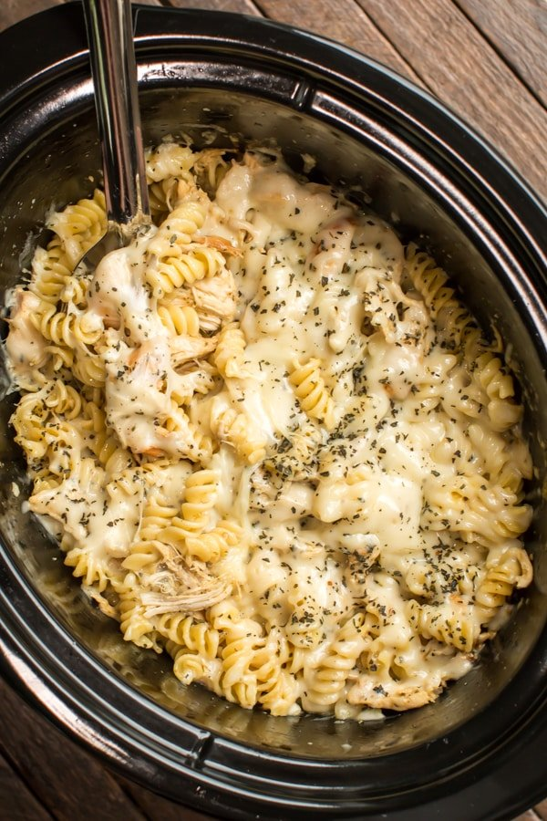 Slow Cooker Pesto Mozzerella Chicken Pasta