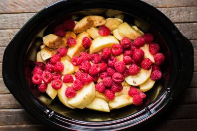 Slow Cooker Cinnamon Raspberry Applesauce
