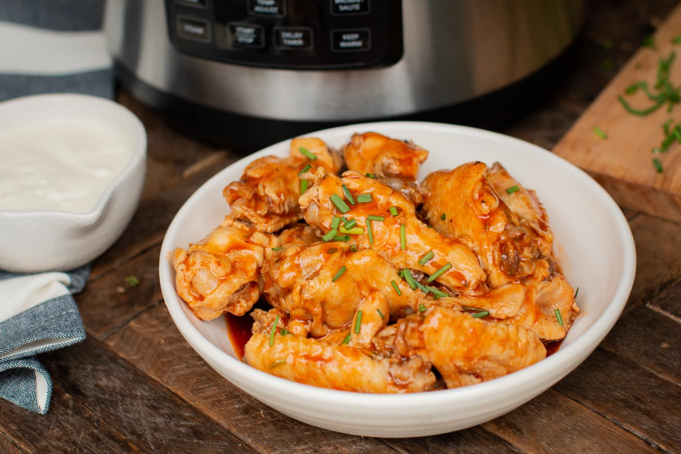 Pressure Cooker Barbecue Buffalo Hot Wings