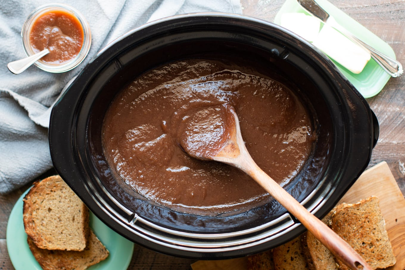 finished apple butter in crockpot