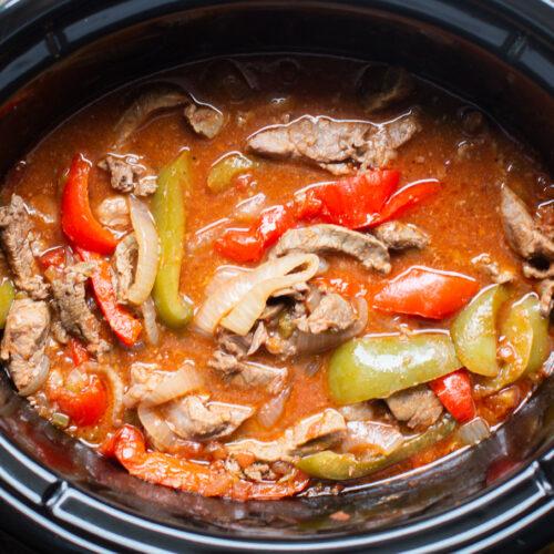 close up beef fajitas in slow cooker